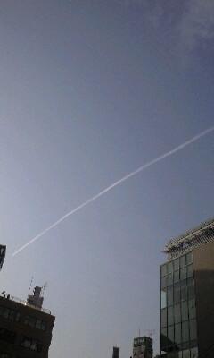 今日の飛行機雲その1 三鷹駅付近