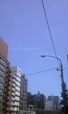 13時6分のハママッチョの飛行機雲~